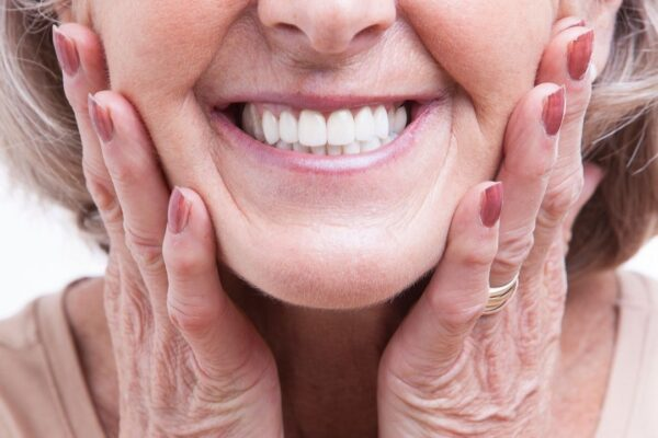 old lady smiling| False teeth vs dentures